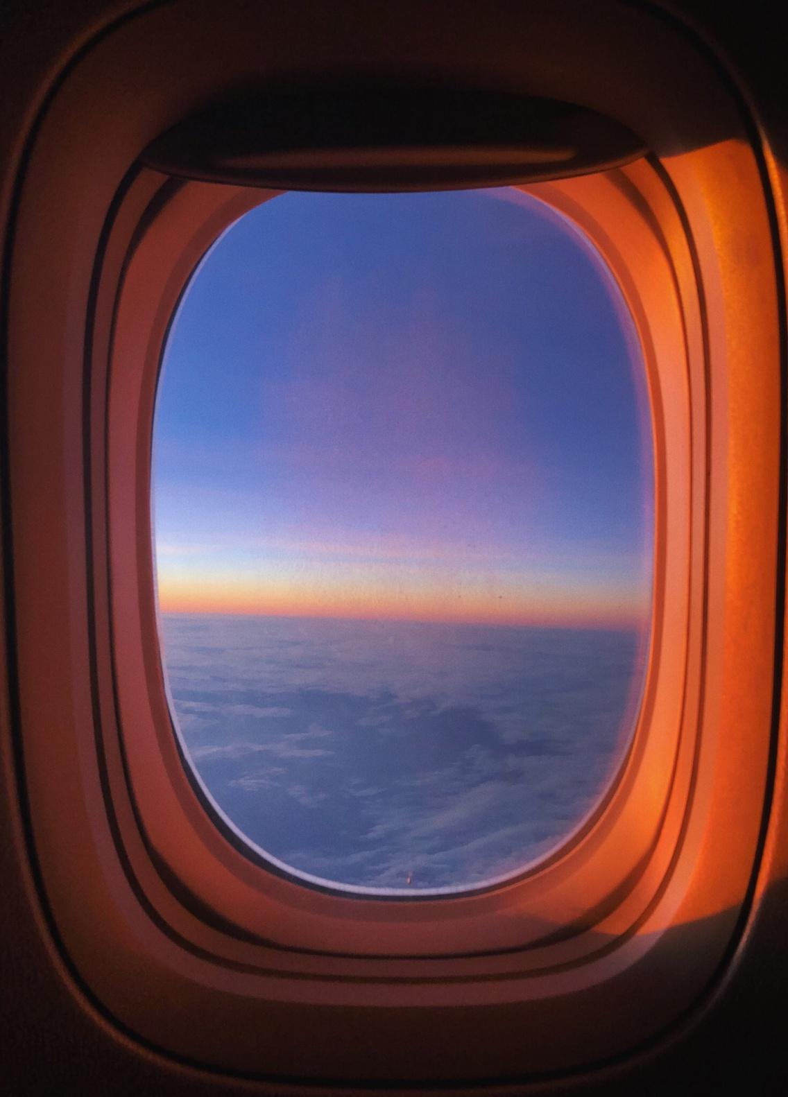 𝙼𝚒𝚍𝚍𝚕𝚎 𝙾𝚏 𝙽𝚘𝚠𝚑𝚎𝚛𝚎 Travelling Plane Sky